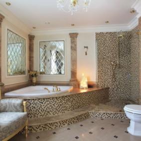 Fauteuil moelleux dans la salle de bain