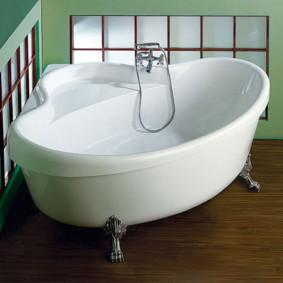 Baignoire compacte avec siège pour une assise confortable