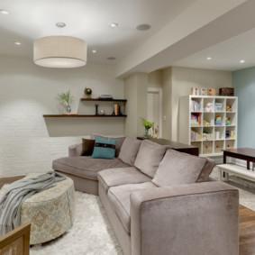 Poutre au plafond du salon dans une maison privée
