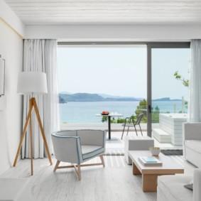 Petit salon avec fenêtre panoramique