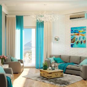 Rideaux turquoise dans une pièce lumineuse