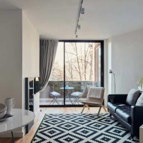 Petit tapis à motif géométrique