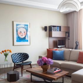 Peinture à l'intérieur du hall de l'appartement