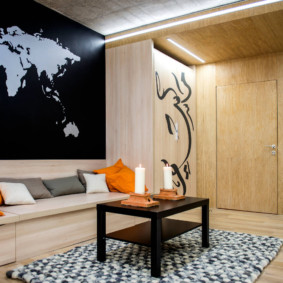 Bản đồ thế giới trên tường phòng khách