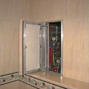 Meuble de salle de bain dissimulé avec porte à tête fraisée