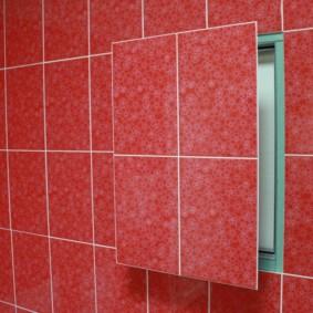 Carreau rouge sur la porte de la porte d'inspection