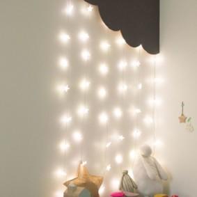 Une guirlande d'étoiles pour l'éclairage nocturne d'une chambre d'enfant