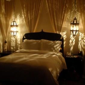 Éclairage romantique dans une chambre confortable