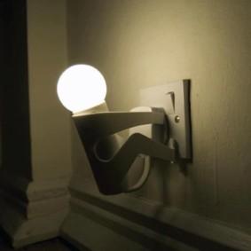 Lampe de nuit originale avec une lampe mate