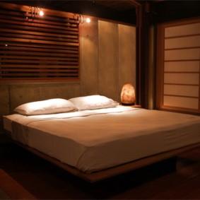 Atmosphère romantique dans la chambre des conjoints