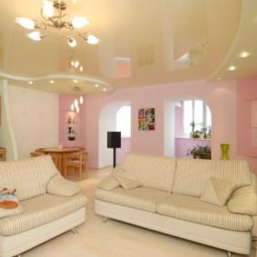 Mobilier lumineux dans le hall avec plafond tendu