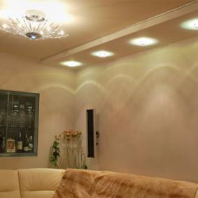 Projecteurs sur le plafond du salon