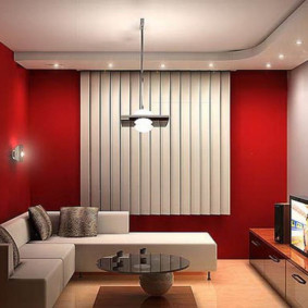 Murs rouges à l'intérieur de la salle