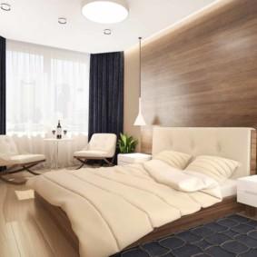 Tapis gris devant un lit double