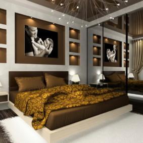 Niches avec éclairage décoratif dans la chambre
