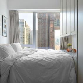 Chambre compacte dans un appartement en ville