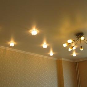 Placement en zigzag des lumières au plafond