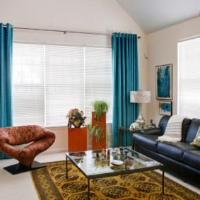 Rèm cửa màu ngọc lam kết hợp với vải tuyn trắng