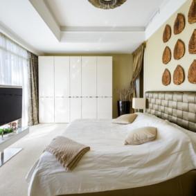 Panneau décoratif sur la tête du lit
