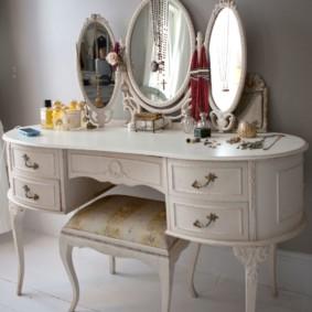Sirène avec miroirs ovales pour la chambre de la fille