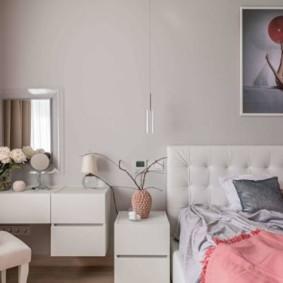 photo de décoration du mur au-dessus du lit