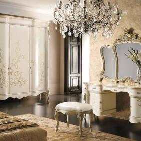 Chambre classique avec des meubles chers