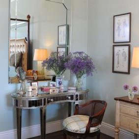 Table de maquillage à la mode dans la chambre