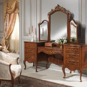 meubles en bois sculpté à la main