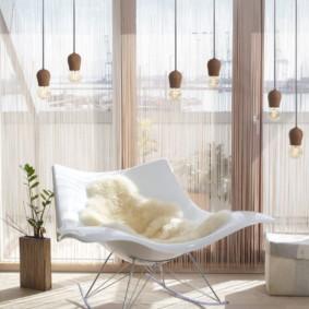 Rideaux à filament dans la salle de style moderne