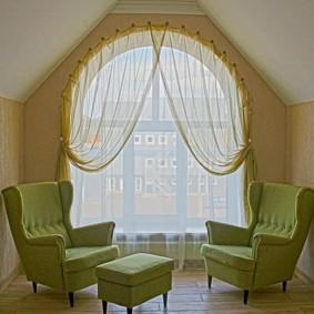 Fenêtre cintrée en tulle décor