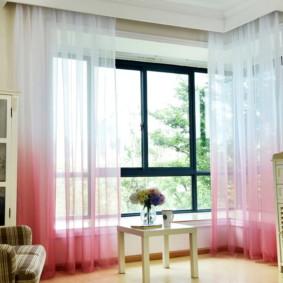 Rideaux transparents roses et blancs