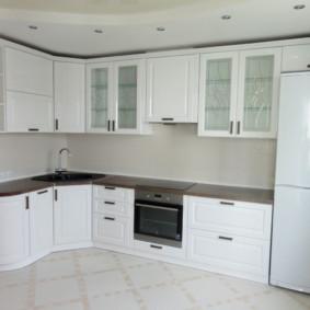 Réfrigérateur à deux compartiments avec portes blanches