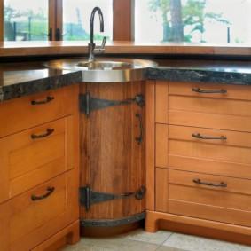Porte baril élégante sur l'armoire de cuisine