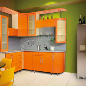Façades orange d'un ensemble de cuisine