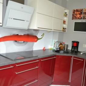Tablier en verre avec impression photo dans une cuisine moderne