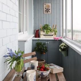 Table à thé sur le balcon