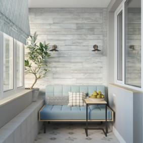 Petit canapé sur un balcon confortable