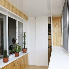 Armoire blanche à portes coulissantes
