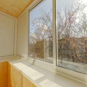 Large vitrage de balcon à guillotine