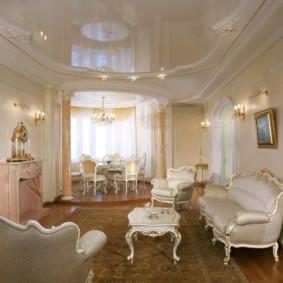 Plafond tendu dans un salon classique