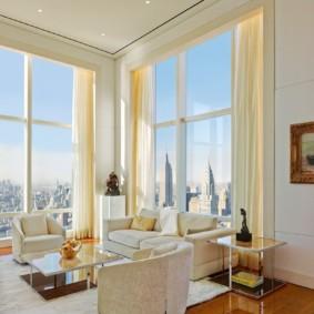 Vitrage panoramique d'un hall d'angle