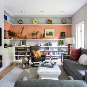 Salon confortable dans un appartement de deux chambres