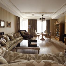 Salon rectangulaire avec mobilier en bois