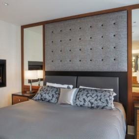 Tête de lit grise pour un lit double