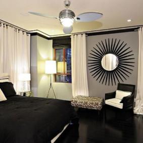 Plancher noir à l'intérieur de la chambre
