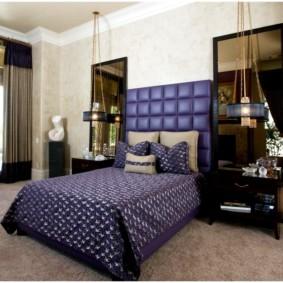 Intérieur de la chambre avec des meubles noirs