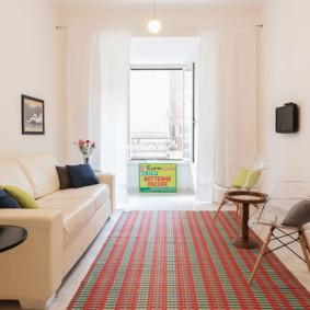 phòng khách với màu sắc tươi sáng