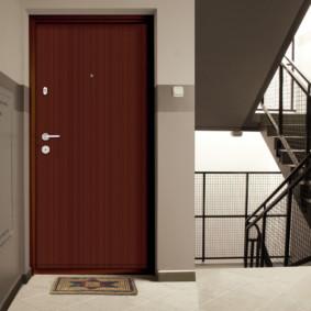 comment choisir la porte d'entrée aux options de l'appartement
