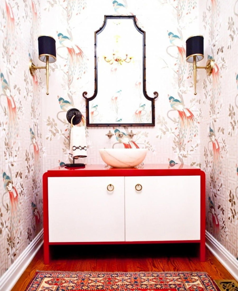 Nội thất với mặt bàn bằng acrylic trong phòng tắm