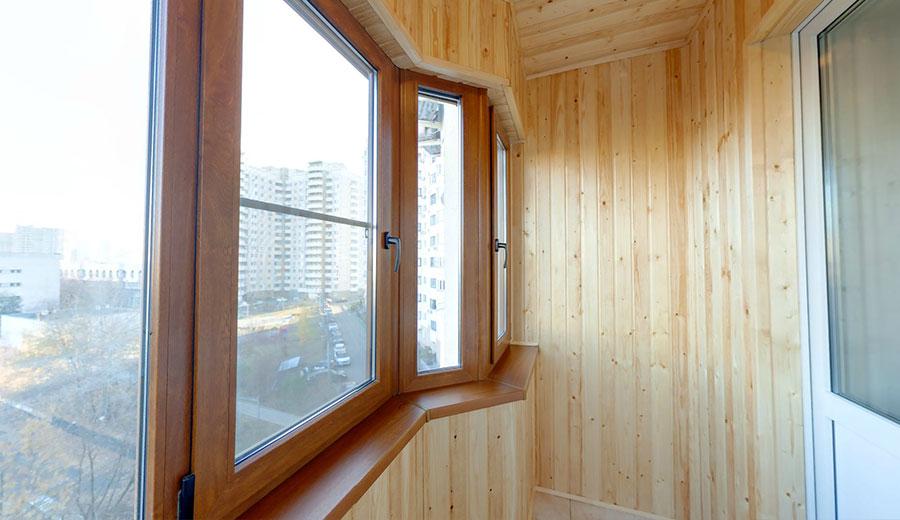 Fenêtres en double vitrage feuilleté sur une loggia isolée